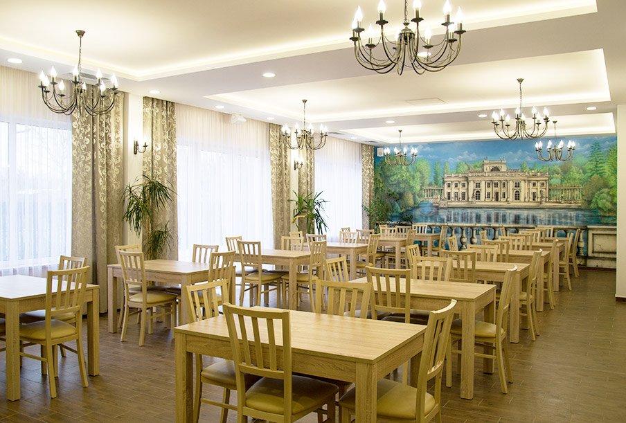 Jadalnia to miejsce gdzie seniorzy jedzą smaczne posiłki